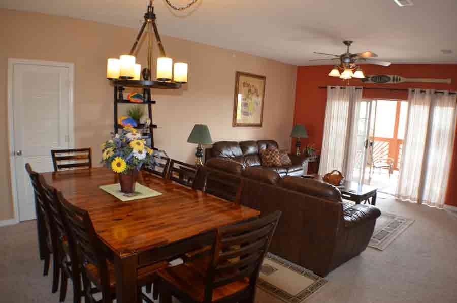 Large-table-in-Branson-condo-for-rent