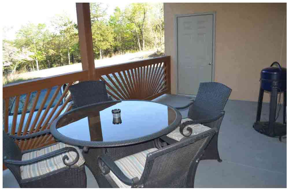 outside-balcony-and-furniture-with-bbq-grill-overlooking-table-rock-lake