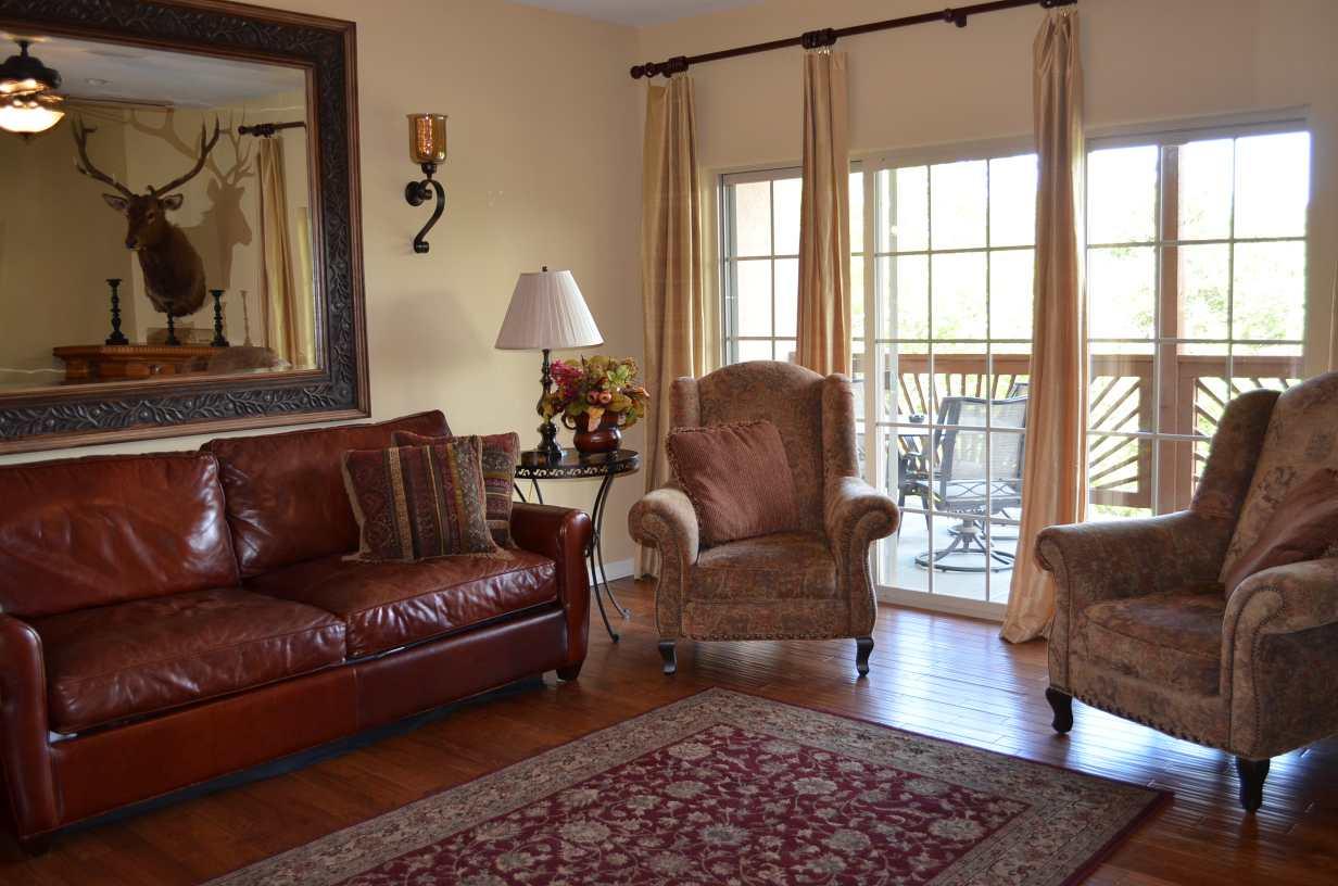 Alternative-angle-of-the-living-room-in-Rockwood-Resort-condo-14