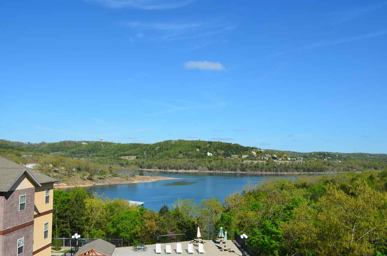 Unobstructed-view-of-Table-Rock-Lake-from-the-balcony