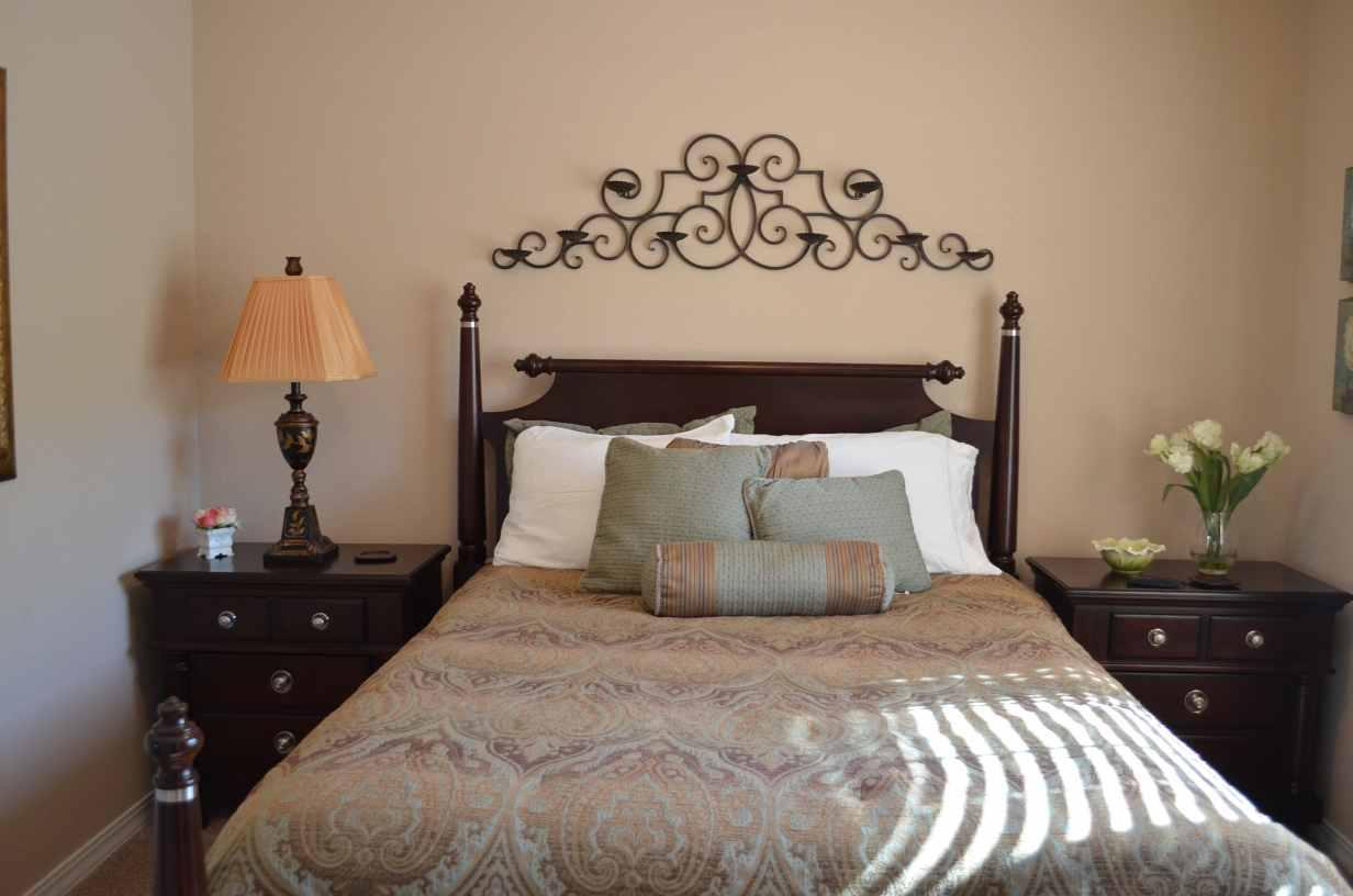 3rd-bedroom-with-queen-bed